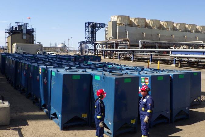 Conteneurs de catalyseur à la raffinerie d'Edmonton.