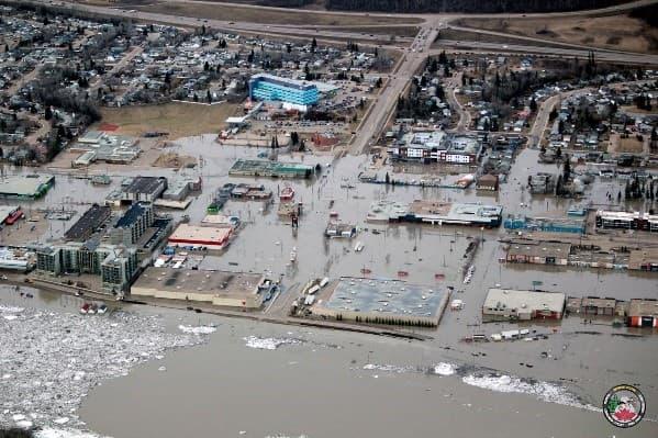 Certaines parties du centre-ville de Fort McMurray ont subi d'importantes inondations au printemps 2020.
