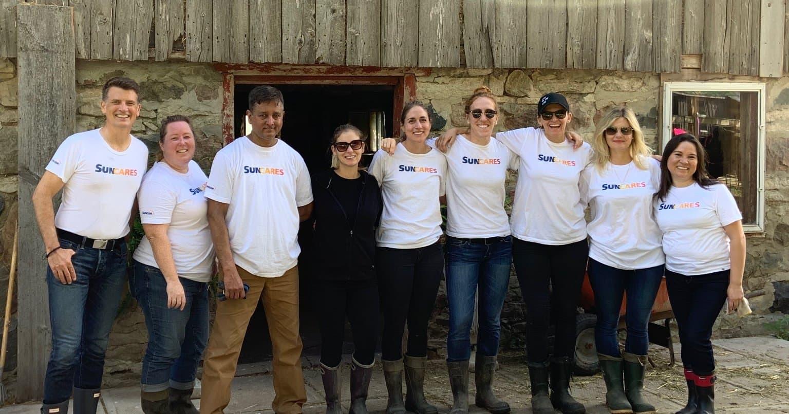 L'équipe SunCares profite d'une journée pour redonner à la communauté