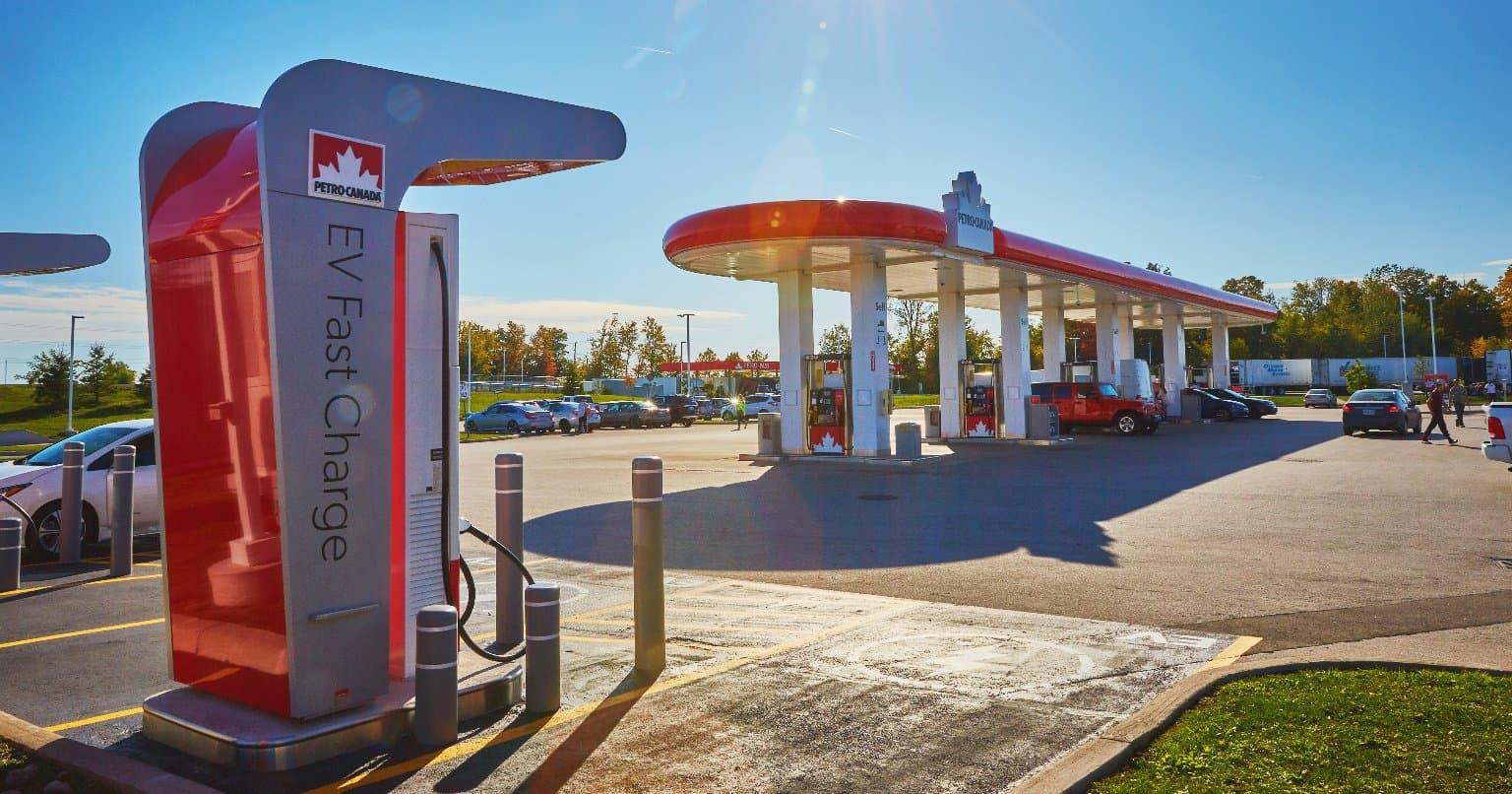 Borne de recharge rapide pour véhicules électriques de Petro-Canada