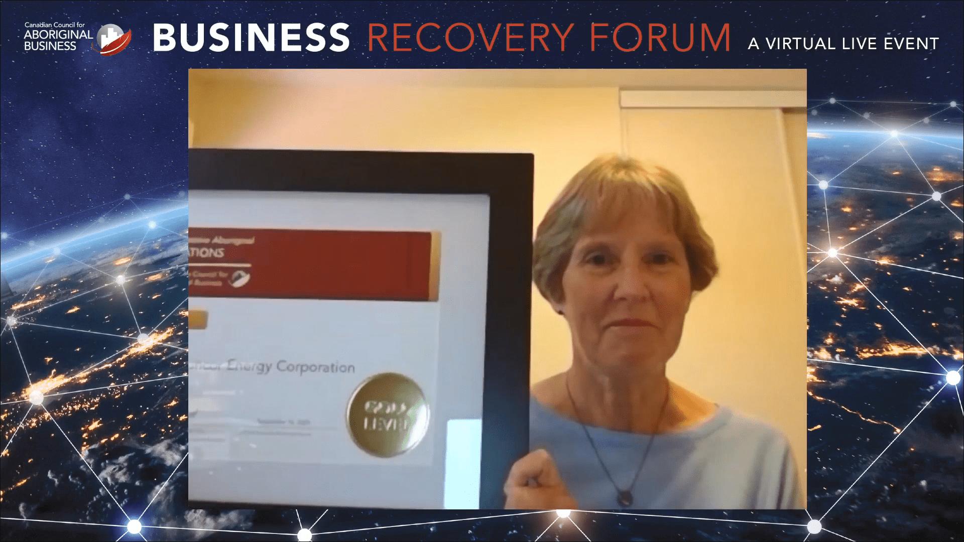 Sheila Innes, directrice générale, Relations avec les collectivités et les Autochtones accepte de façon virtuelle le prix PAR.